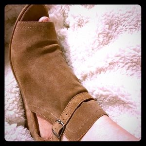 Size 10 Lucky Brand peep toe booties/sandals